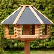 """VOSS.garden """"Tofta"""" - hoogwaardig vogelhuisje van hout met metalen dak, incl. opstellingspaal"""