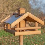 """VOSS.garden """"Grota"""" hoogwaardig vogelhuis van hout, met  staander."""