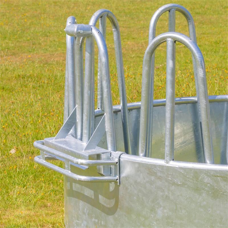 45421-4-kerbl-ronde-balenruif-hooiruif-ronde-ruif-met-12-voederplaatsen-en-palissaden-voederruif.jpg