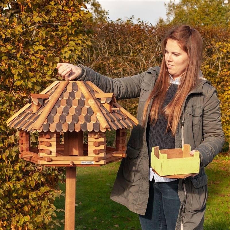 930305-voss-garden-herbstlaub-vogelvoederhuis-uit-robuust-hout-7.jpg